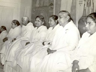 Dadis Kumarka and Janki with Didi and Sudeshbhen in History Hall in 1978.JPG